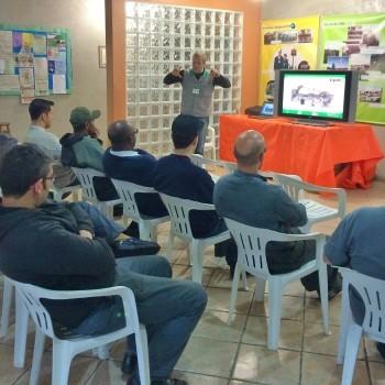 Funcionários participam de palestra sobre o uso correto dos EPI's
